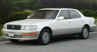 800px-Lexus_LS_400_UCF10_I