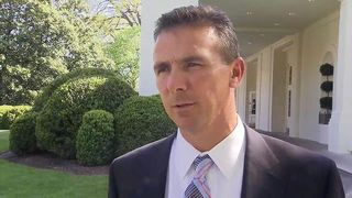 800px-Urban_Meyer_at_the_White_House_4-23-09_1