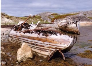 1024px-Wrecked_fishing_boats,_Finnmark
